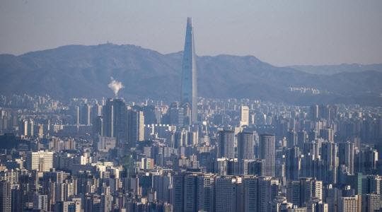 잡히지 않는 집값…이달 거래된 서울 아파트 절반 이상이 신고가